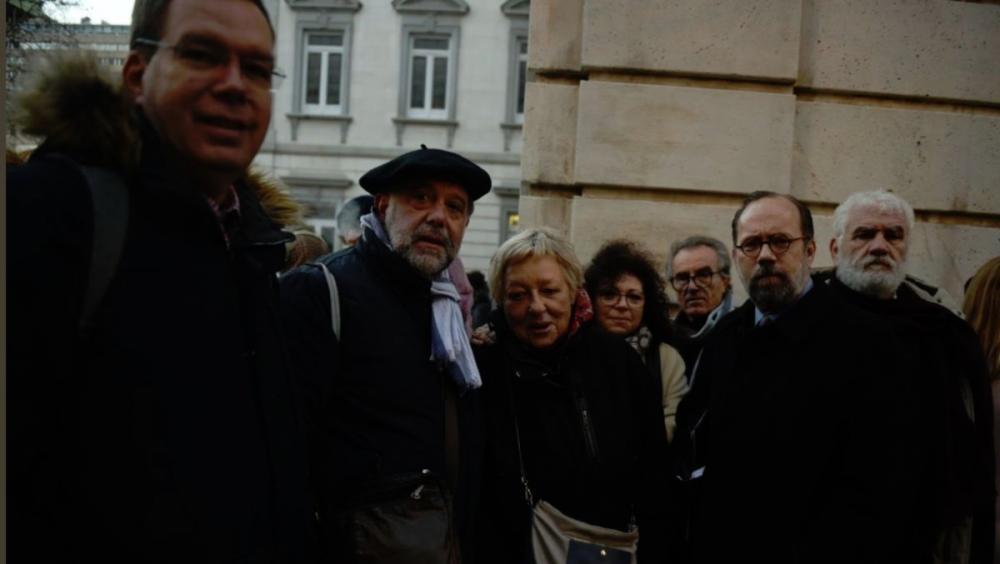 Els observadors van fer cua a dos quarts de sis del matí al Suprem per entrar al judici. Hi van accedir com a públic