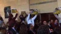 Protesta d'universitaris catalans davant el president del TC