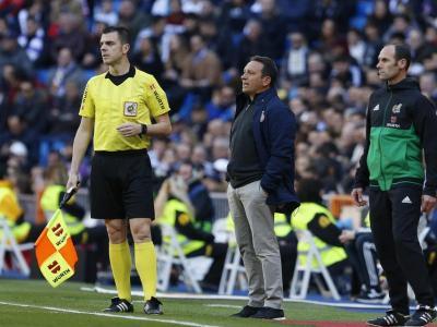 Douglas Luiz Eusebio , al Bernabéu Choco Lozano Granell , amb l'àrbitre Eusebio , al Bernabéu