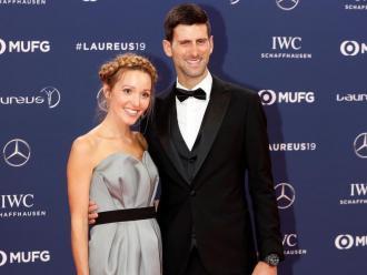 El tennista serbi i la seva dona, Jelena, en la sessió fotogràfica prèvia a l'inici de la cerimònia de premis, celebrada al Fòrum Grimaldi de Mònaco