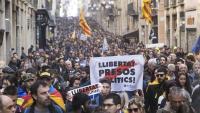 Milers de persones van recórrer ahir al matí durant la vaga els carrers de Barcelona