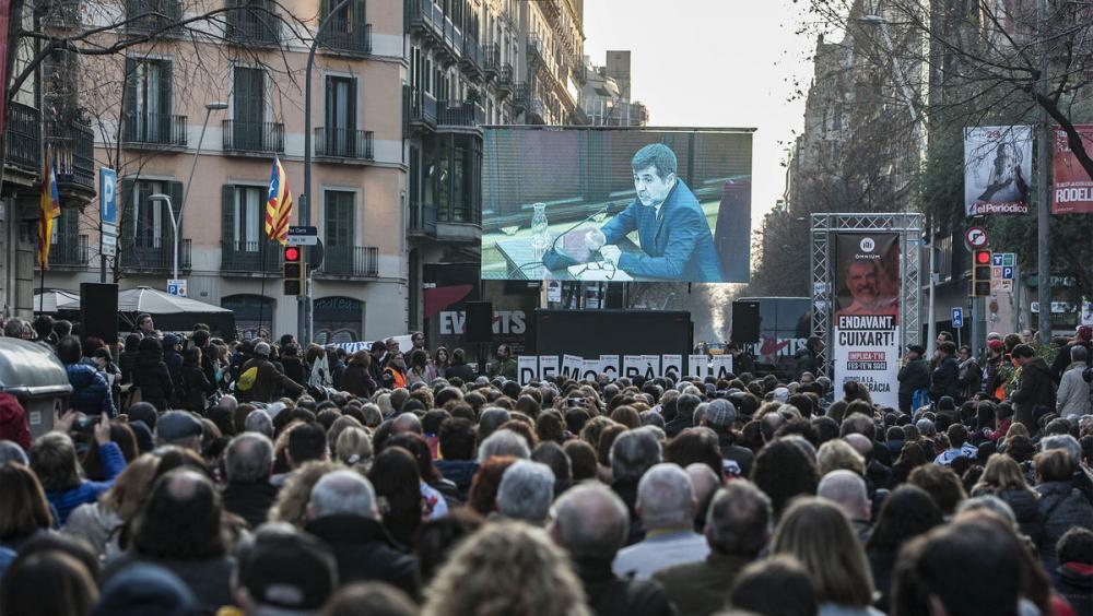 El carrer Diputació ple seguint la declaració