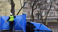 A Gdansk, tres activistes ara detinguts van tirar a terra, dijous, l'estàtua d'un sacerdot acusat d'abusos