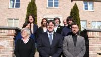 Carles Puigdemont, acompanyat dels membres que es van reunir ahir, a Waterloo