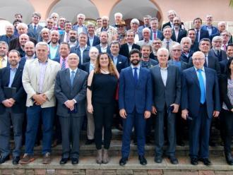 El president la UFEC Gerard Esteve (al centre de la primera fila), amb alguns dels presidents de les federacions esportives catalanes