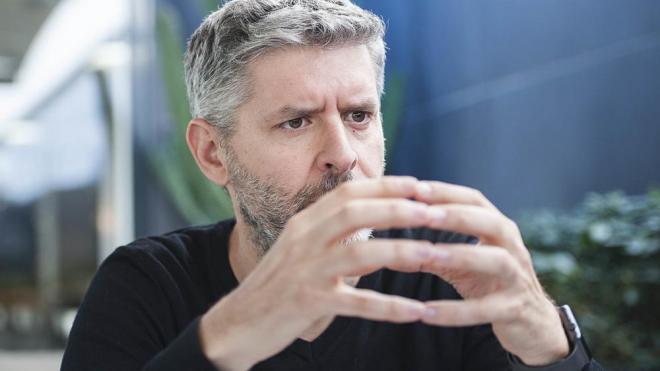 Andreu Van den Eynde s'explica, en un moment de l'entrevista