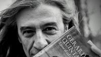 Gerard Quintana, amb la portada del llibre, amb una esplèndida fotografia del gran Eugeni Forcano