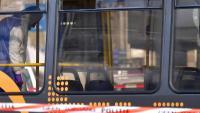 Un membre de la policia científica treballa a l'interior del tramvia on s'ha produït l'atac
