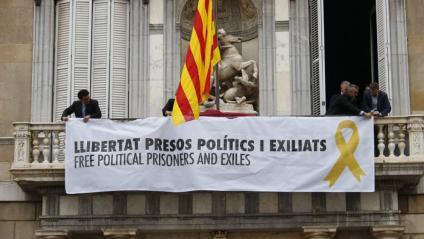 Balcó de la Generalitat amb la pancarta que reclama la llibertat dels presos