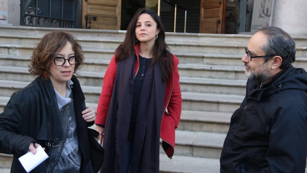 Eulàlia Reguant, Maria Sirvent i Antonio Baños a l'entrada del TSJC