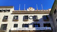 La pancarta que ahir penjava dels balcons de l'ajuntament de Girona