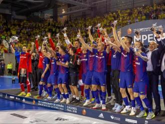 Els jugadors del Barça celebren el títol de la copa del Rei de la temporada passada