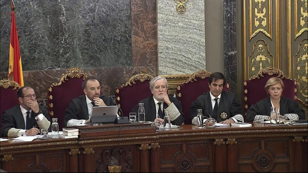 El jutge Marchena i la resta del tribunal escolta al testimoni