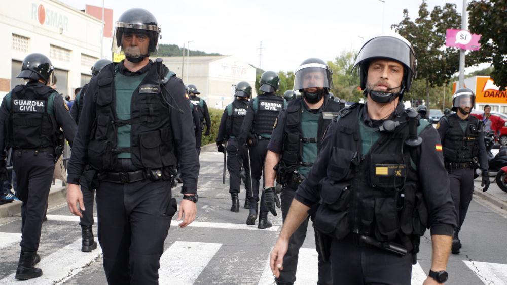 Agents de la Guàrdia Civil a Sant Julià de Ramis l'1-0