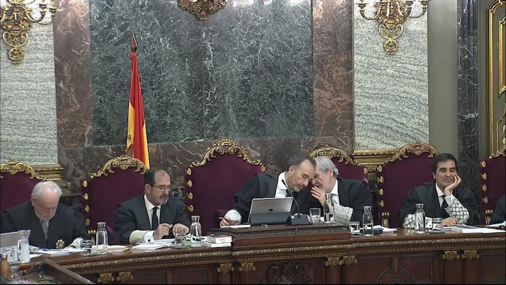 El president , Manuel Marchena, amb part del tribunal