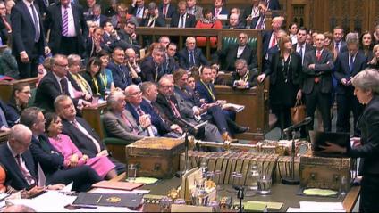 La primera ministra britànica , Theresa May, intervenint en la sessió de control al Parlament, en una imatge de captura de vídeo, ahir