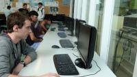Alumnes de FP en un institut de la Garrotxa