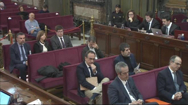 Pla general del banc dels acusats al judici que se celebra al Suprem