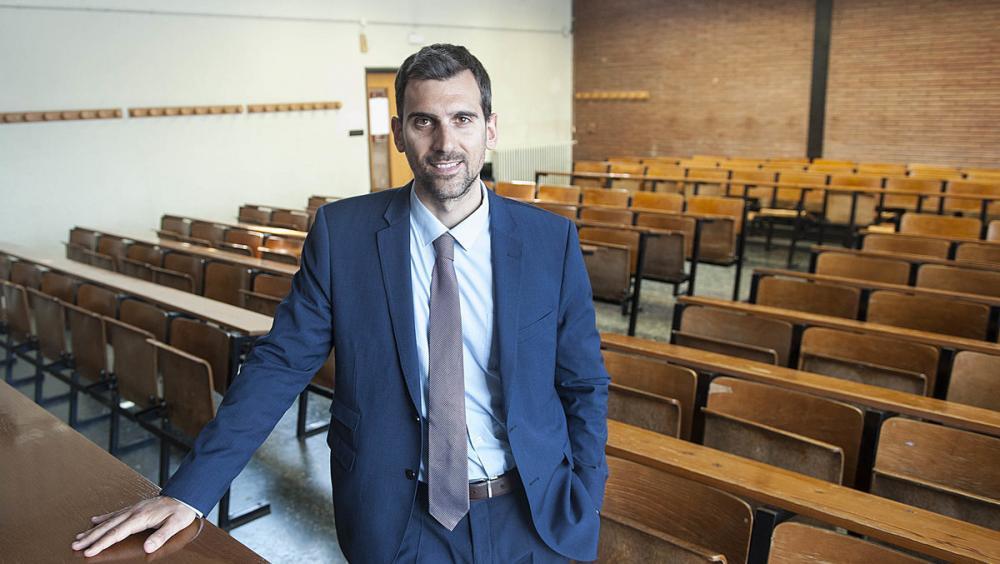 Joaquim Bages, en una classe de la Facultat de Dret de la UB, a l'avinguda Diagonal
