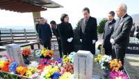 Lee Nak-yon, primer ministre sud-coreà, ahir al cementiri de Daejeon