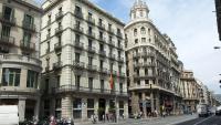 A l'històric edifici encara hi ha contingents avui de la Policía Nacional