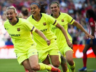 Duggan celebra el gol anotat al Wanda amb Andressa Alves i Mariona