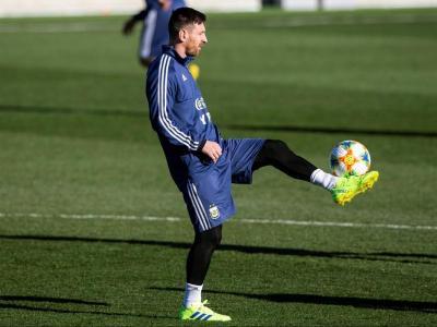 Leo Messi, entrenant-se a la ciutat esportiva del Real Madrid