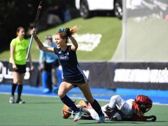 Berta Serrahïma celebra un dels gols del Junior en la tanda de 'shoot-out'