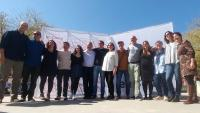 Ada Colau amb Xavier Matilla i la resta de la candidatura de Terrassa en Comú