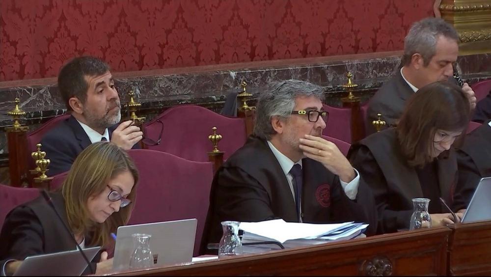 Jordi Sànchez, ahir en el judici, darrere del seu advocat, Jordi Pina