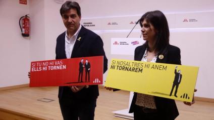 Sergi Sabrià i Marta Vilalta, ahir amb els lemes de precampanya triats per ERC