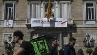 El govern va substituir el llaç groc per una protesta per no poder-lo mostrar