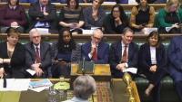 La bancada laborista, escoltant la intervenció de May, ahir al Parlament