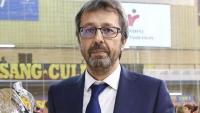 L'entrenador Edu Castro amb l'última copa que van guanyar els blaugrana