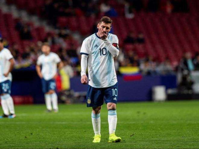 Leo Messi es lamenta durant el partit de l'Argentina contra Veneçuela