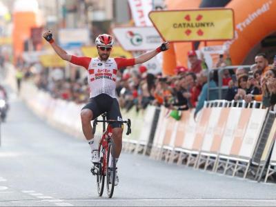 El belga Thomas de Gendt creua la meta situada a Calella.