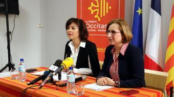 La presidenta de la Regió d'Occitània, Carole Delga, i la del Departament dels Pirineus Orientals, Hermeline Malherbe, durant la presentació, ahir, del projecte de l'Oficina Pública de la Llengua Catalana a la Catalunya del Nord