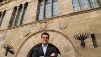 Toni Postius davant de l'edifici de la Paeria de Lleida