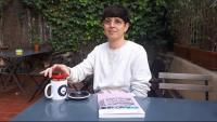 L'autora de la novel·la gràfica 'Cappuccino commotion', Rosa Navarro, al cafè de La Central