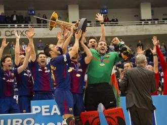Els blaugrana celebrant el títol de l'any passat a Porto