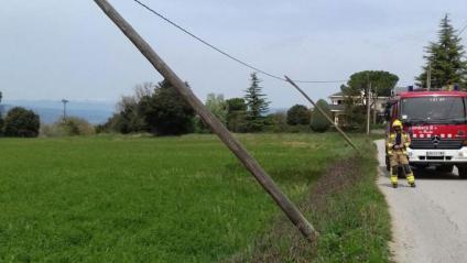 Els Bombers atenen 100 avisos pels efectes del vent, la majoria per arbres caiguts