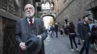 Vinton Cerf, fotografiat a Barcelona, amb motiu del Premi Internacional Catalunya Vinton Cerf, durant l'entrevista amb El Punt Avui Televisió