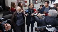 El candidat dels comuns al Congrés, Jaume Asens, durant una atenció als mitjans