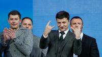 Volodímir Zelenski, l'actor còmic candidat a president d'Ucraïna, gesticula en el debat de tancament de campanya a Kíev