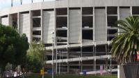 El Camp Nou, des de la cruïlla entre Travessera de les Corts i el carrer de la Maternitat