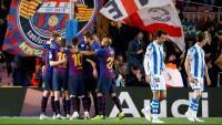 Els jugadors del Barça fan pinya després d'un gol contra la Real