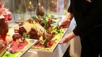 Les figures de xocolata guanyen terreny, però també es venen molt les mones de mantega (a sota). A la dreta, la d'Escribà