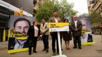 Gabriel Rufián, amb altres membres de les llistes d'ERC, ahir davant la seu del departament d'Economia