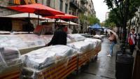 Pla general de la rambla de Girona amb parades de llibres cobertes