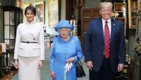 La reina Isabel II amb Trump i la seva esposa el juliol passat a Londres